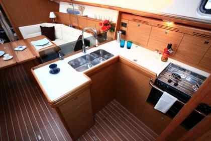 Barca sun odyssey 39ip per vacanze charter nel mediterraneo for Migliori cabin charter nel sud della california